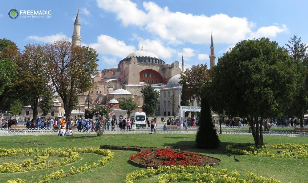 freemadic_istanbul_hagia_sophia_garden