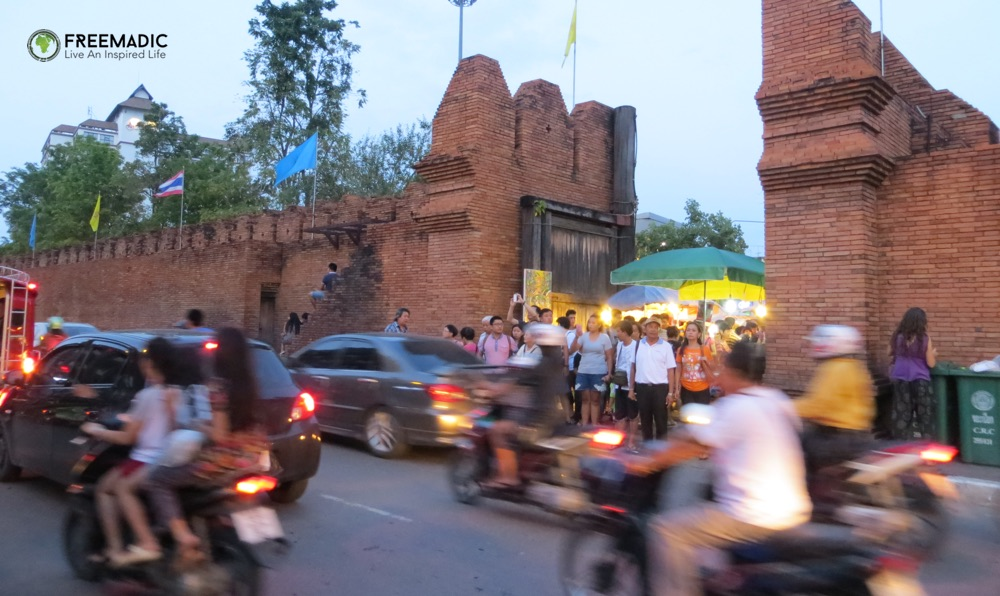freemadic_chiang_mai_scooter_culture_gate